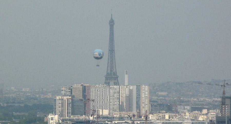 Tour Eiffel et Ballon Generalli / Photo:C.Magdelaine/notre-planete.info
